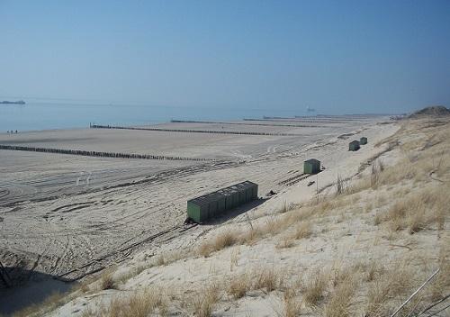 brede zandstrand van zoutelande zeeland