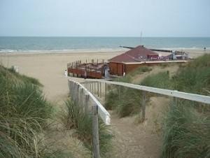 strand van cadzand-bad met strandpaviljoen