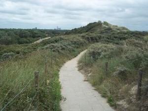 wandelen over duinen bij Dishoek, Zeeland