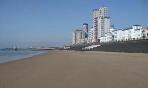 strand voor de boulevard van Vlissingen