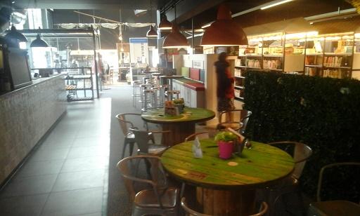 bibliotheek zitjes met cinecafe
