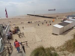 strand Westduin met strandpaviljoen Piet Hein