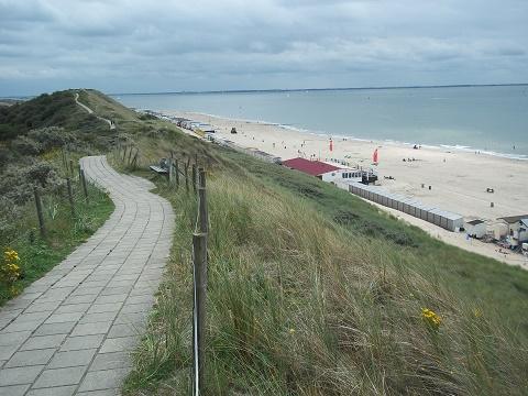 wandelen over duinen dishoek