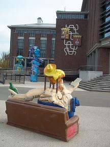 de beelden staan voor het stadhuis van vlissingen