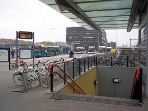bussen staan te wachten op station