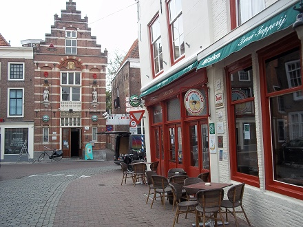 cafe de mug in de vlasstraat middelburg