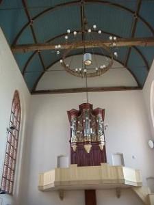 het kerkorgel aan de muur