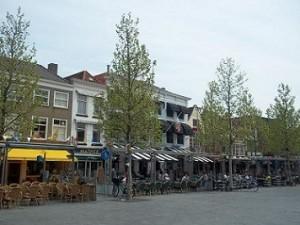 terrasjes en cafes op de Grote Markt in Goes, Zeeland