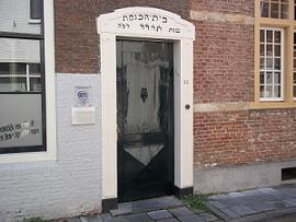 toegangsdeur naar de synagoge