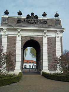 De Koepoort is een stadspoort in Middelburg bij de schouwburg
