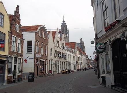 vlasmarkt middelburg met stadhuis
