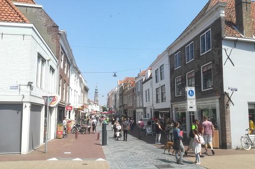 winkelstraat de Lange Viele in Middelburg