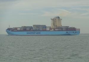 containerboot passeert breskens