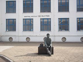 standbeeld voor zeevaartschool
