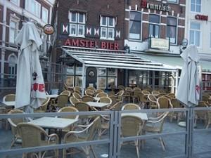 cafe albatros op het beursplein in Vlissingen