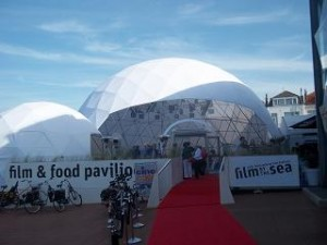 festivaltent film by the-sea