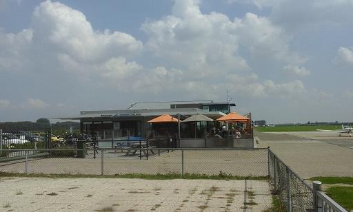 vliegveld midden zeeland restaurant terras