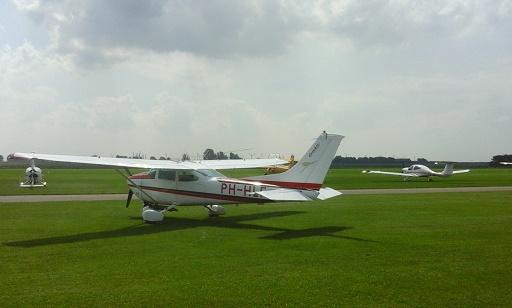 vliegveld midden zeeland vliegtuigen
