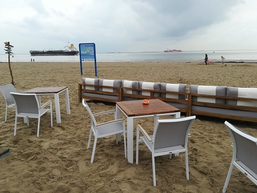 lougebanken op strand vlissingen