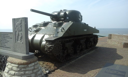 tank op dijk van westkapelle