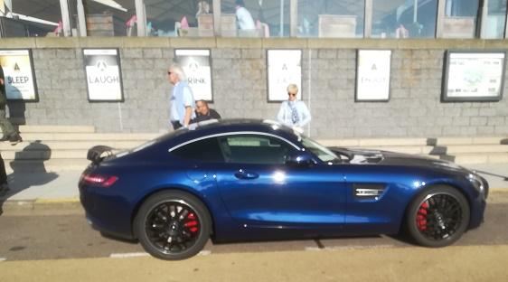 Mercedes AMG GT op boulevard van Vlissingen