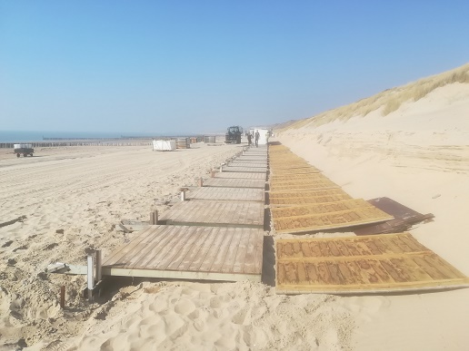 tractor op strand dishoek