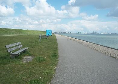 fietpad in Ritthem bij de zee