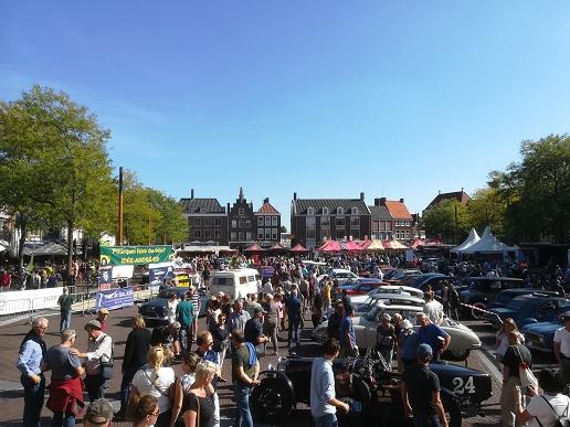 oldtimers op de markt in Middelburg