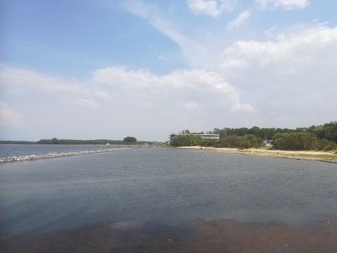 strand bij hotel veerse meer