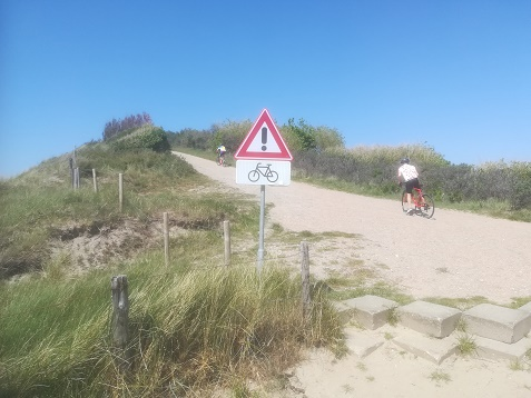 Zoutelande mountainbikers op de duinen