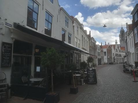Vlasmarkt Middelburg met boutiek hotel