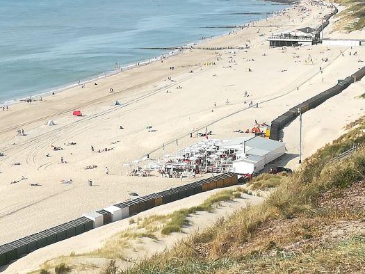 strand zoutelande tussen strandpaviljoen Valkenisse en de De Zeeuwse Rivièra
